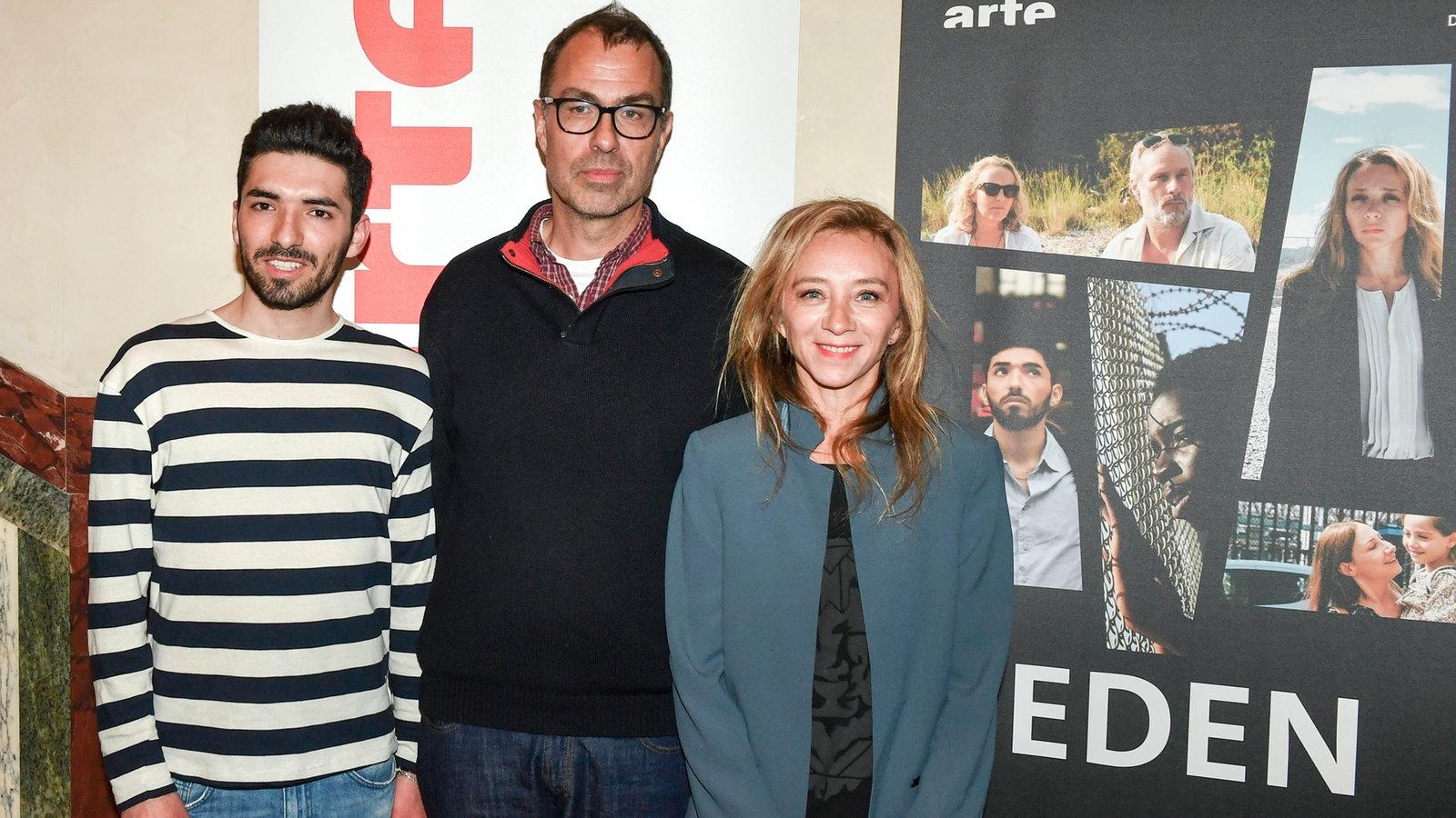 Adnan Jafar, Dominik Moll und Sylvie Testud vor dem Filmplakat Eden
